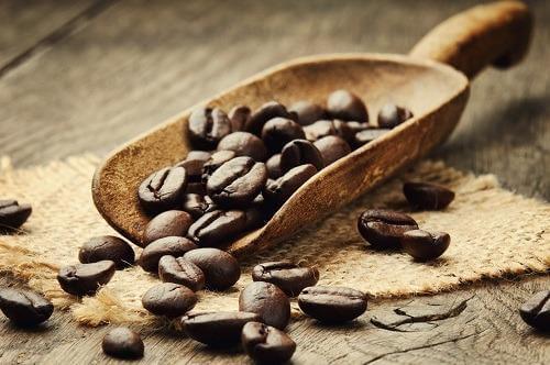 La caffeina può aiutare a riconoscere le parole positive?