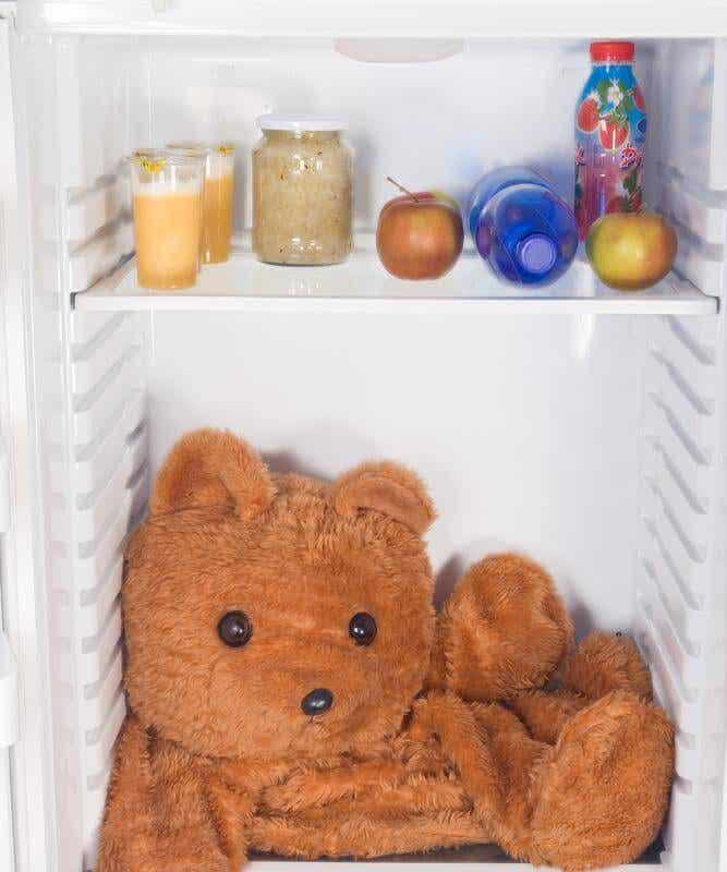 Strategie per smetterla di aprire il frigorifero quando ci invade l'ansia