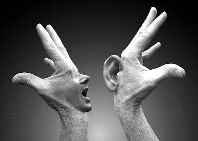 Linguaggio non verbale: cosa rivelano le nostre mani?
