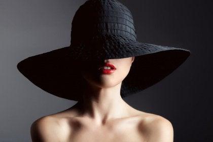 moglie col cappello