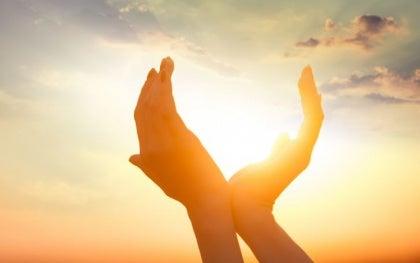 mani al sole