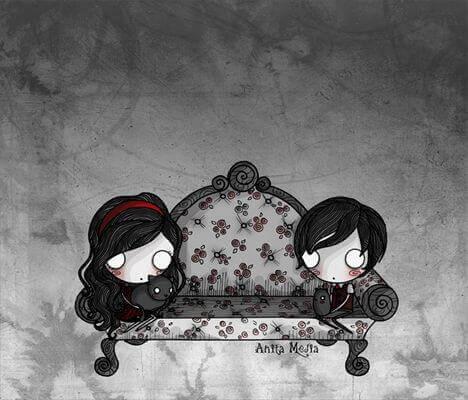 Coppia seduta sul divano