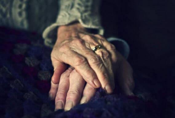 mano-vecchiaia