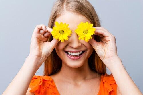 donna-fiori-occhi