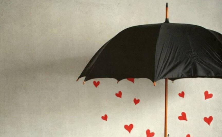 ombrello e pioggia di cuori