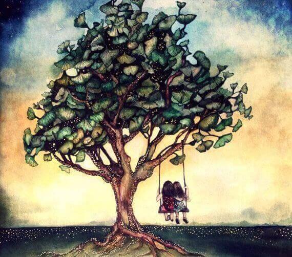 amiche sull'altalena che pende dall'albero