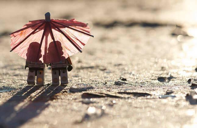 amici sotto l'ombrello