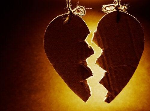 cuore rotto ed emozioni confuse