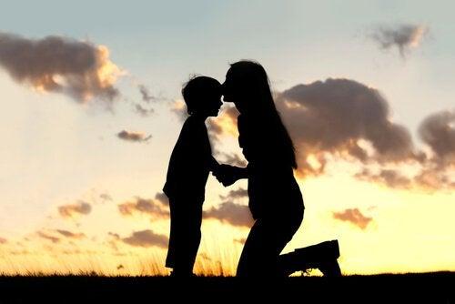 11 strategie per insegnare a vostro figlio ad amarsi di più