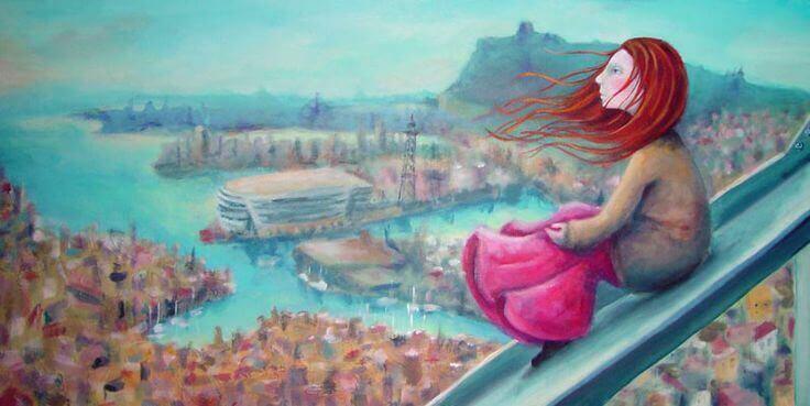 ragazza dai capelli rossi osserva l'orizzonte
