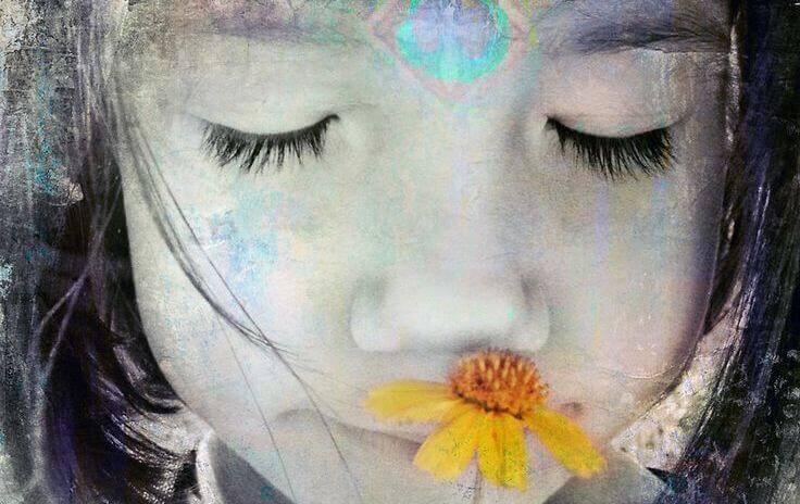 bambina-fiore-giallo