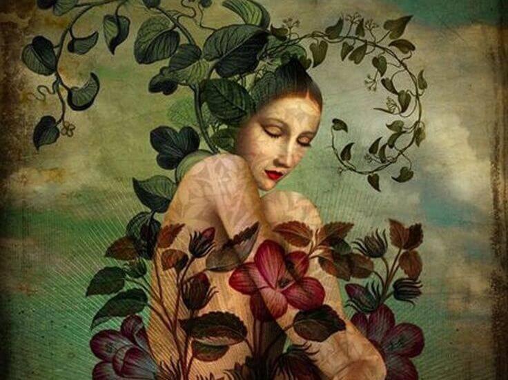 donna nuda avvolta da rose