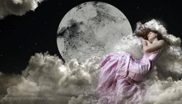 ragazza dorme tra nuvole e luna
