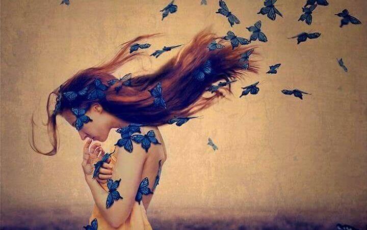 Donna-farfalle-capelli