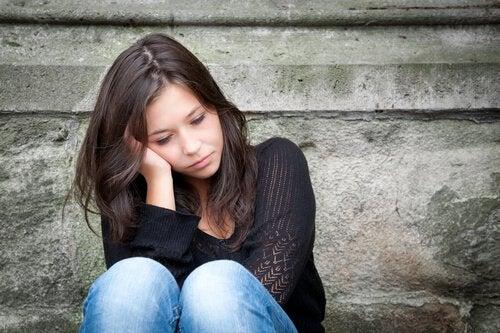 Donna giovane e triste