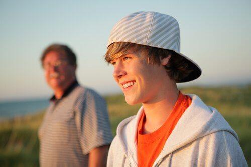 Padre con figlio adolescente
