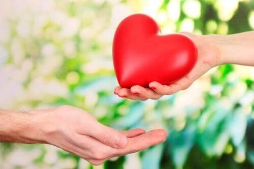 Coltivare l'amore incondizionato per migliorare la relazione di coppia