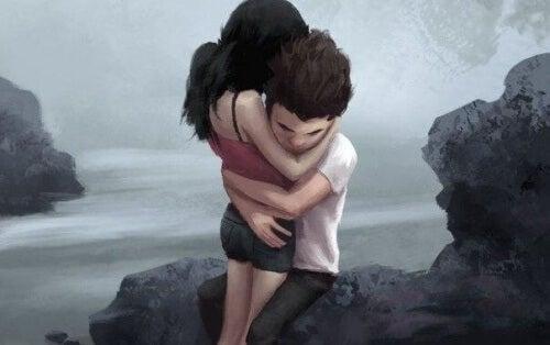 coppia-abbracciata-felice