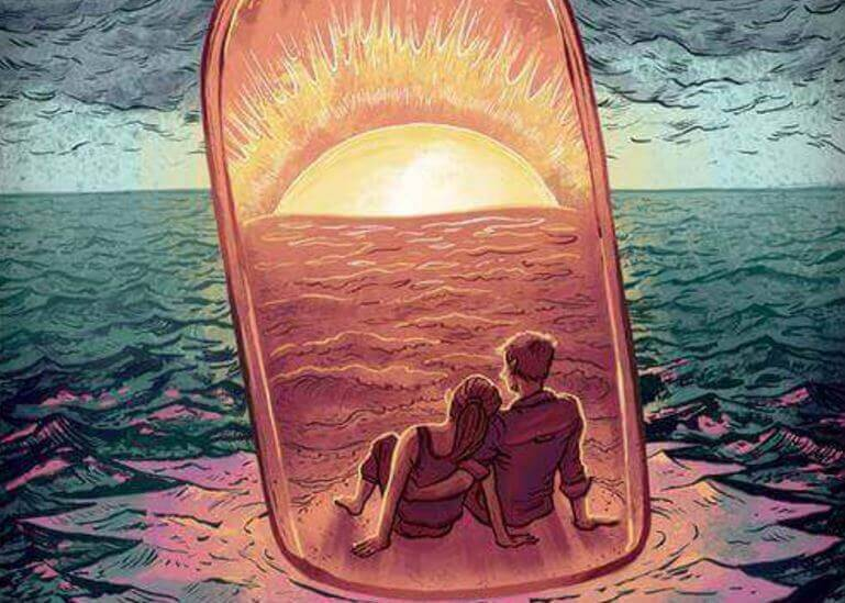 coppia dentro una bottiglia sul mare