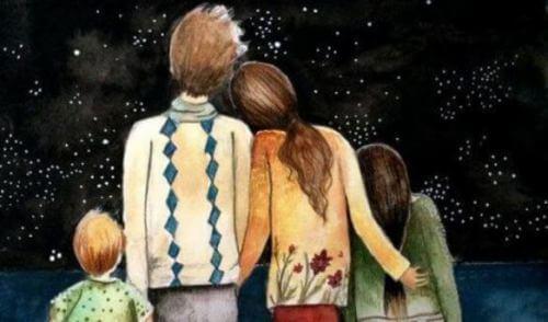 famiglia guarda cielo stellato