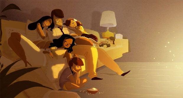 famiglia sul divano felice