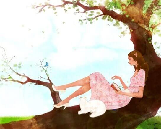gatto bianco e ragazza che legge sull'albero