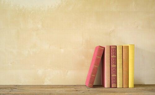libri-ordinati-tavolo