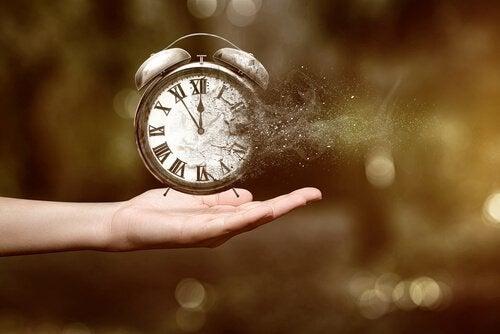 orologio che si disintegra