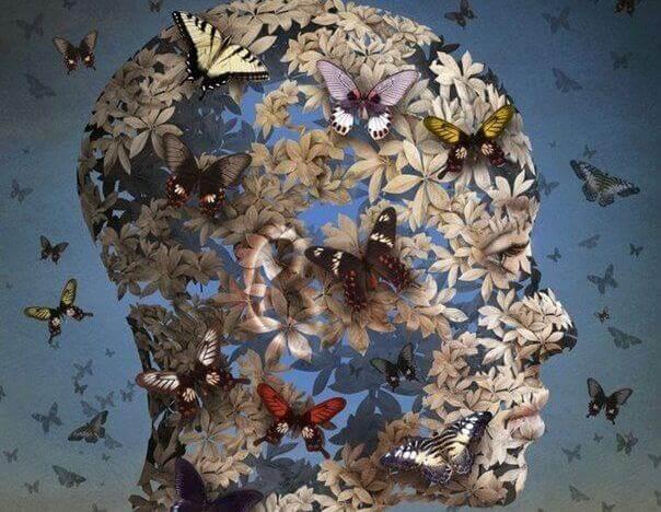 testa femminile fatta di farfalle