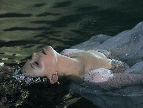 Donna-in-acqua