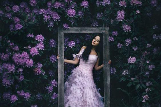 Donna-tra-i-fiori