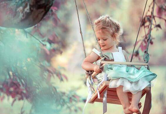 bambina-altalena
