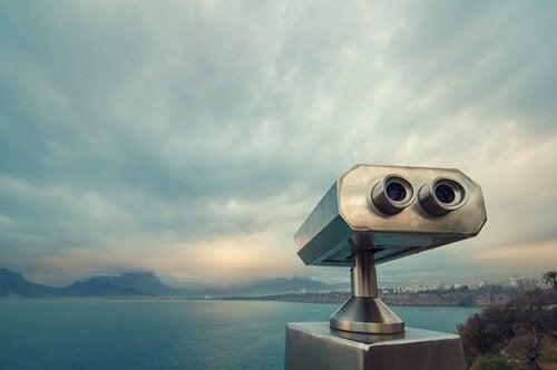 binocolo-per-osservare-mare