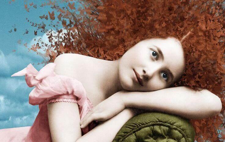 donna-coricata-sul-divano