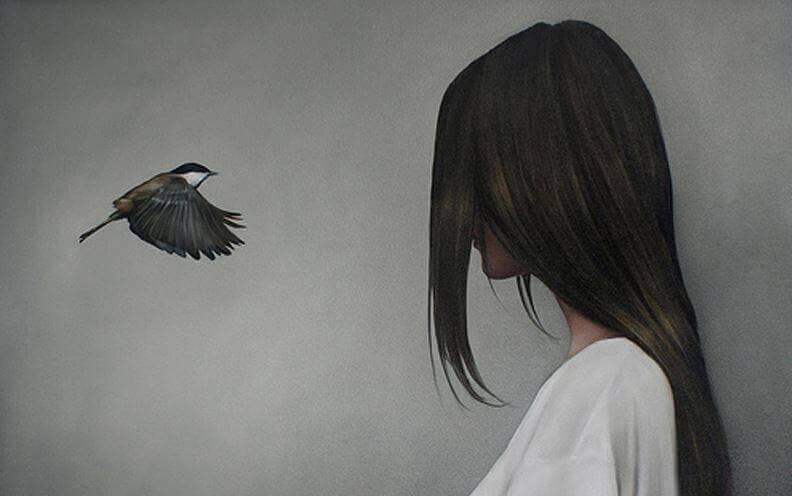 donna-di-fronte-a-uccello