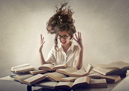 donna-stressata-dallo-studio