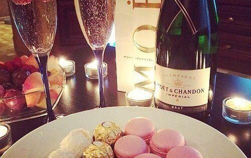 dolci, champagne e cioccolati