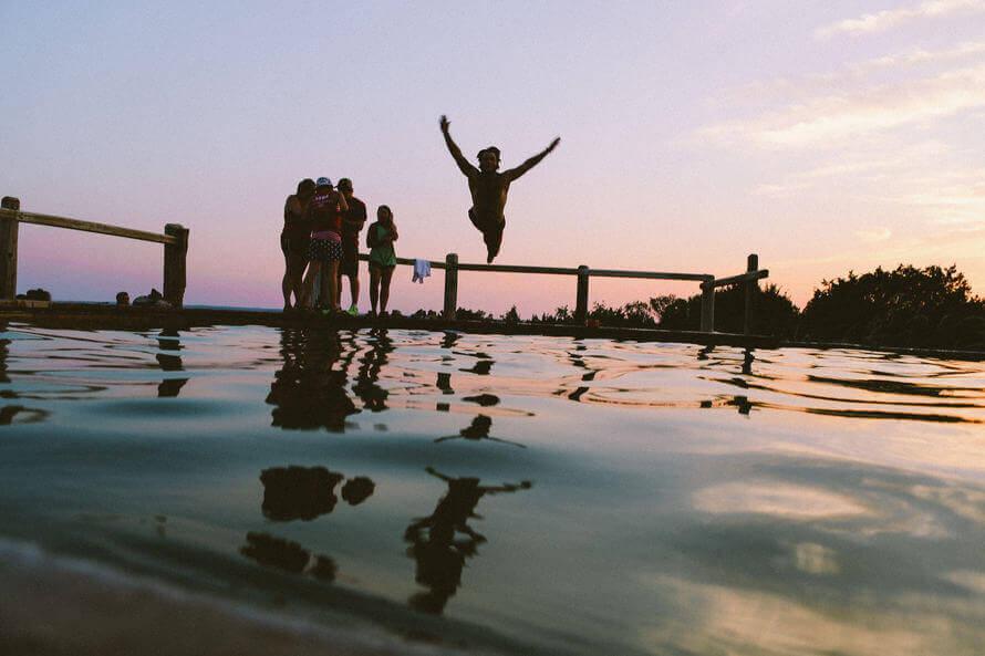 amici-lago-tramonto