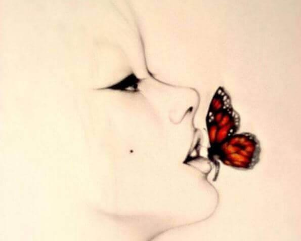 farfalla su bocca di donna