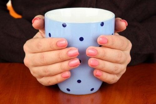 mani-e-tazza-mug-500x336