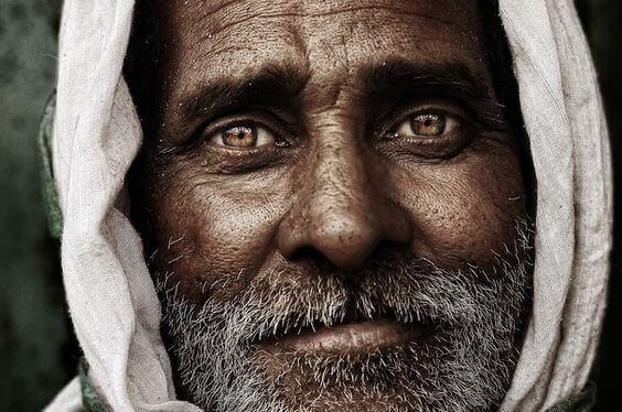 uomo-occhi-marroni