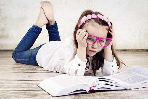 Bambina-che-studia