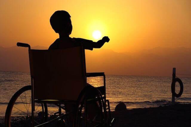 bambino-sedia-rotelle