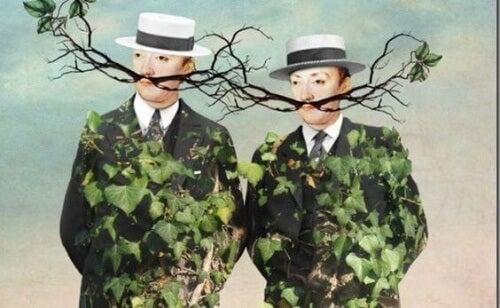 uomini con foglie e rami