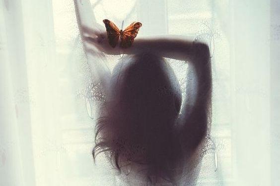 donna con farfalla