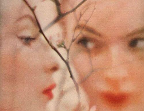 momenti--negativi-riflesso-donna