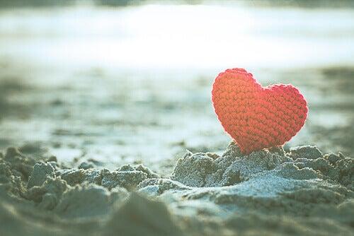 cuore nella sabbia