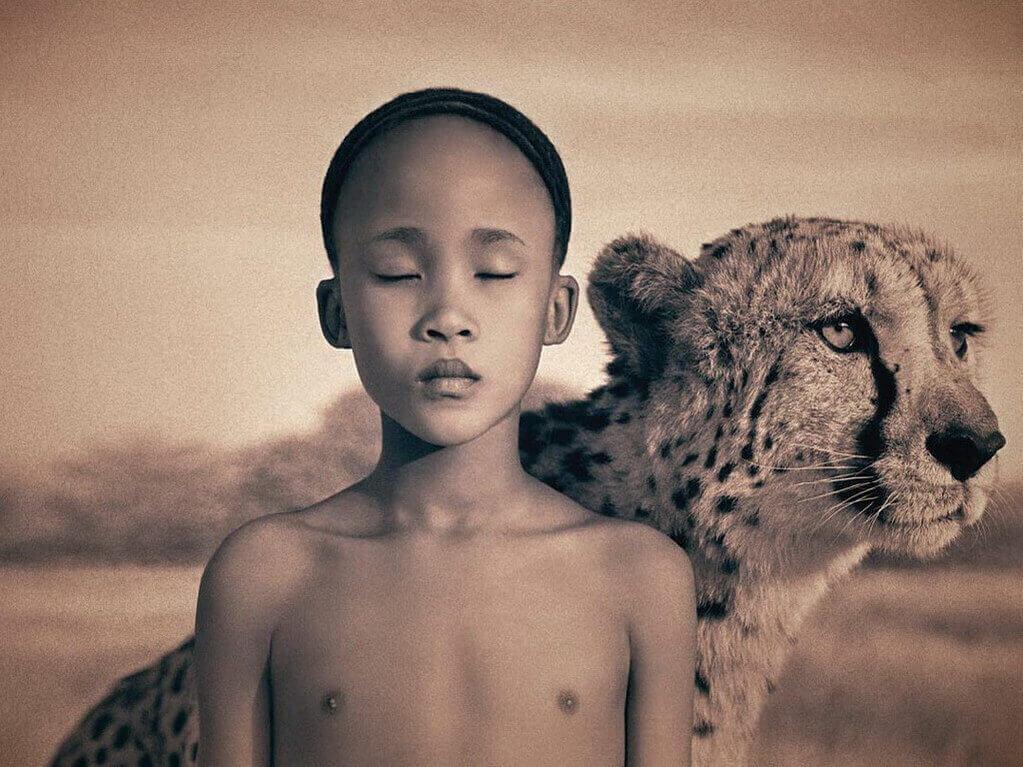 Bambino-con-una-tigre