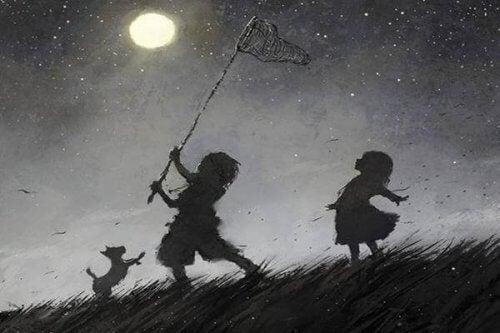 bambini che cercano di acchiappare la luna