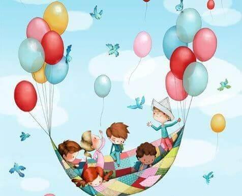 bambini sorretti da palloncini